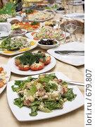 Сервированный праздничный стол. Стоковое фото, фотограф Татьяна Макотра / Фотобанк Лори