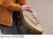 Купить «Уличный перкуссионист», фото № 679939, снято 1 мая 2007 г. (c) Артём Сапегин / Фотобанк Лори