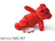 Красный мишка на белом фоне (2009 год). Редакционное фото, фотограф Смирнова Ольга / Фотобанк Лори