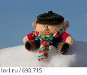 Купить «Вязаный мужичок на снегу на фоне голубого неба», фото № 690715, снято 1 февраля 2009 г. (c) Марина Милютина / Фотобанк Лори
