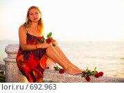 Купить «Девушка с розами в красном платье», фото № 692963, снято 7 февраля 2009 г. (c) Ольга Хорошунова / Фотобанк Лори
