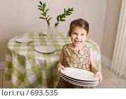 Купить «Девочка накрывает на стол», фото № 693535, снято 8 февраля 2009 г. (c) Игорь Киселёв / Фотобанк Лори