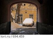 Арка в старый двор (2007 год). Редакционное фото, фотограф Levin Alexandr / Фотобанк Лори