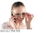 Купить «Деловая девушка разговаривает по мобильному телефону», фото № 704103, снято 24 января 2009 г. (c) Наталья Белотелова / Фотобанк Лори