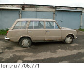 Купить «Старый автомобиль ВАЗ 2102», фото № 706771, снято 1 октября 2006 г. (c) Тарановский Д. / Фотобанк Лори