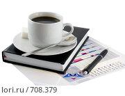 Закрытый ежедневник,чашка кофе и экономические  цветные  графики под ним. Стоковое фото, фотограф Vitas / Фотобанк Лори