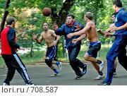 Игра в баскетбол на тренировке борцов (2008 год). Редакционное фото, фотограф Людмила Алексеева / Фотобанк Лори