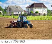 Трактор в поле. Стоковое фото, фотограф Павел Семенов / Фотобанк Лори