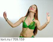 Купить «Девушка танцует восточный танец», фото № 709159, снято 13 февраля 2009 г. (c) Шутов Игорь / Фотобанк Лори