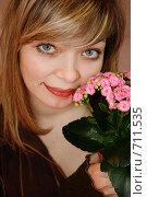 Купить «Девушка с цветком», фото № 711535, снято 16 февраля 2009 г. (c) Татьяна Лепилова / Фотобанк Лори