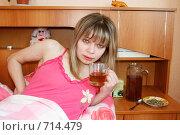 Купить «У девушки проблема со здоровьем. Фокус на чашке», фото № 714479, снято 21 февраля 2009 г. (c) Татьяна Лепилова / Фотобанк Лори