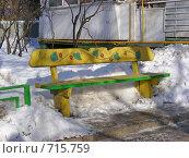 Купить «Московские дворы. Скамейка у подъезда», эксклюзивное фото № 715759, снято 22 февраля 2009 г. (c) lana1501 / Фотобанк Лори
