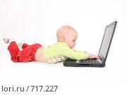 Купить «Ребёнок работает на компьютере», фото № 717227, снято 21 февраля 2009 г. (c) Антон Корнилов / Фотобанк Лори