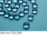 Спираль из декоративных стеклянных шариков. Стоковое фото, фотограф Маснюк Мария / Фотобанк Лори