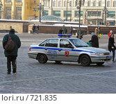Купить «Москва. Милицейская машина на Манежной площади», эксклюзивное фото № 721835, снято 24 февраля 2009 г. (c) lana1501 / Фотобанк Лори