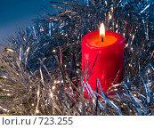 Купить «Горящая красная свеча. Новогодняя тема», фото № 723255, снято 26 февраля 2009 г. (c) Кирпинев Валерий / Фотобанк Лори