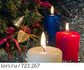 Купить «Три горящих свечи. Новогодняя тема (фокус на красной свече)», фото № 723267, снято 25 февраля 2009 г. (c) Кирпинев Валерий / Фотобанк Лори