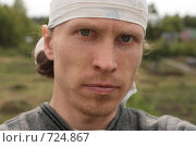 Молодой мужчина в деревне. Стоковое фото, фотограф Сергей Халадад / Фотобанк Лори