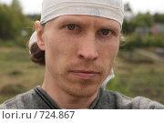 Купить «Молодой мужчина в деревне», фото № 724867, снято 14 июня 2008 г. (c) Сергей Халадад / Фотобанк Лори