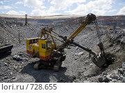 Добыча железной руды открытым способом в карьере ЛебГОКа (2008 год). Редакционное фото, фотограф Андрей Константинов / Фотобанк Лори