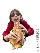 Купить «Девочка с огромным бутербродом», фото № 728903, снято 27 февраля 2009 г. (c) Лисовская Наталья / Фотобанк Лори