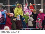 Купить «Зрители на масленичном гулянии», эксклюзивное фото № 730411, снято 3 мая 2006 г. (c) Сайганов Александр / Фотобанк Лори