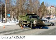 Купить «Грузовик на перекрёстке», фото № 735631, снято 20 февраля 2009 г. (c) Дмитрий Лемешко / Фотобанк Лори