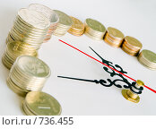 Купить «Монеты и часы», фото № 736455, снято 5 марта 2009 г. (c) Кирпинев Валерий / Фотобанк Лори
