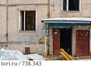 Купить «Подъезд старой панельной пятиэтажки перед сносом», фото № 738343, снято 24 февраля 2009 г. (c) Павел Гаврилов / Фотобанк Лори