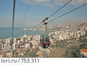 Канатная дорога с морского побережья на гору. Бейрут, Ливан (2009 год). Редакционное фото, фотограф Дживита / Фотобанк Лори