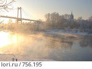 Купить «Пешеходный мост и церковь в г. Воскресенск», фото № 756195, снято 27 декабря 2008 г. (c) Александр Шлёнков / Фотобанк Лори