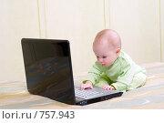 Купить «Ребенок с ноутбуком», фото № 757943, снято 16 июня 2019 г. (c) Александр Fanfo / Фотобанк Лори