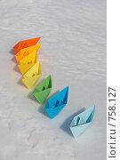 Купить «Бумажные разноцветные кораблики на снегу», фото № 758127, снято 18 марта 2009 г. (c) Евгений Мареев / Фотобанк Лори