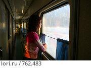 Купить «Женщина смотрит в окно поезда», фото № 762483, снято 10 января 2009 г. (c) Vdovina Elena / Фотобанк Лори