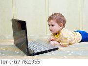 Купить «Мальчик за ноутбуком», фото № 762955, снято 6 июля 2020 г. (c) Александр Fanfo / Фотобанк Лори