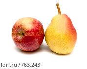 Купить «Яблоко и груша», фото № 763243, снято 11 марта 2009 г. (c) Василий Нижников / Фотобанк Лори