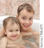 Купить «Дети купаются в ванной», фото № 766671, снято 18 марта 2009 г. (c) Анна Игонина / Фотобанк Лори