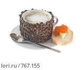 Купить «Оригинально декорированная чашка с горячим кофе,бутерброд с красной икрой», фото № 767155, снято 2 января 2009 г. (c) Vitas / Фотобанк Лори