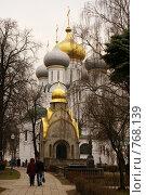 Купить «Москва, территория Новодевичьего монастыря», фото № 768139, снято 5 апреля 2008 г. (c) Julia Nelson / Фотобанк Лори