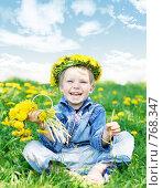 Купить «Мальчик с венком из одуванчиков», фото № 768347, снято 28 мая 2008 г. (c) Вероника Галкина / Фотобанк Лори