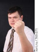 Купить «Мужчина показывает кулак», фото № 769071, снято 24 января 2009 г. (c) Anna Kavchik / Фотобанк Лори