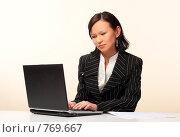 Купить «Женщина с ноутбуком», фото № 769667, снято 25 февраля 2009 г. (c) Николай Туркин / Фотобанк Лори