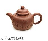 Заварочный глиняный чайник с иероглифами, изолированно на белом. Стоковое фото, фотограф Ирина Рубанова / Фотобанк Лори