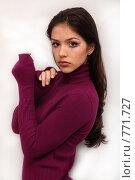 Купить «Красивая девушка с ярким макияжем», фото № 771727, снято 7 марта 2009 г. (c) Павел Гундич / Фотобанк Лори