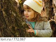 Девочка в весеннем лесу. Стоковое фото, фотограф Ольга Харламова / Фотобанк Лори