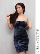 Купить «Красивая девушка в синем бархатном вечернем платье», фото № 773119, снято 24 марта 2009 г. (c) Павел Гундич / Фотобанк Лори