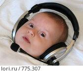 Купить «Малыш в наушниках», фото № 775307, снято 21 марта 2009 г. (c) Юлия Подгорная / Фотобанк Лори