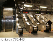 Эскалаторы и лифт для инвалидов в метро Стокгольма (2009 год). Стоковое фото, фотограф Наталья Вахменина / Фотобанк Лори
