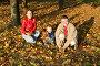 Семья в осеннем парке, фото № 778979, снято 24 мая 2017 г. (c) Losevsky Pavel / Фотобанк Лори
