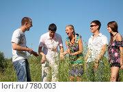 Купить «Пятеро веселых молодых людей», фото № 780003, снято 22 сентября 2018 г. (c) Losevsky Pavel / Фотобанк Лори